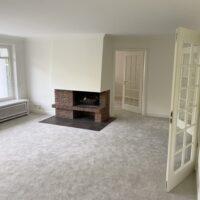 Wohnzimmer mit Blick zur Wohnküche